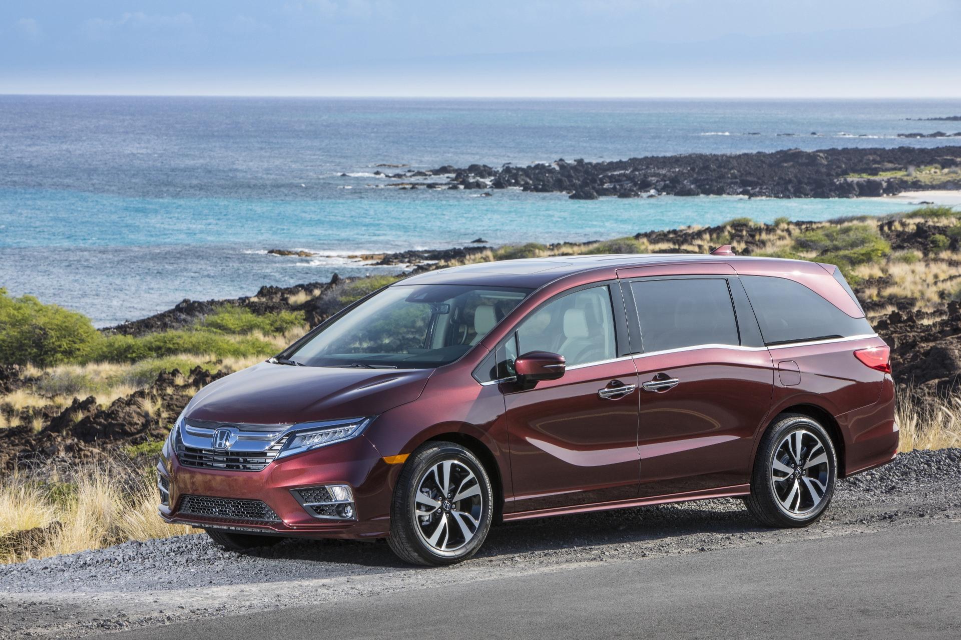 Honda Odyssey Wins 2018 CNET Roadshow Shift Cabin Tech of the Year Award